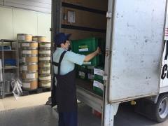 成形オペレーター及び2tトラックでの配送業務です